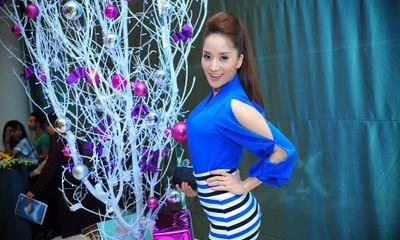Khánh Thi nổi bật với trang phục tông xanh cobal
