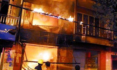 Hình ảnh cháy lớn tại cửa hàng bọc yên xe làm 5 người chết