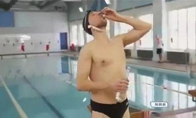 Video hot: Nốc rượu say bí tỉ rồi tham gia cuộc thi bơi