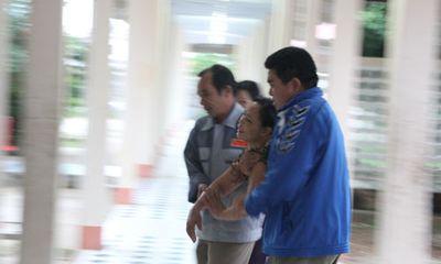 Vụ 7 học sinh mất tích: Xé lòng đón con ở nhà xác bệnh viện