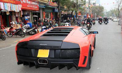 """""""Bão"""" siêu xe đổ bộ thành phố hoa phượng đỏ"""