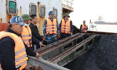 Bắt tàu vận chuyển 600 tấn than cám trái phép