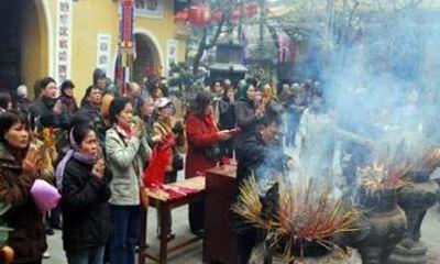 Hà Nội cấm công chức bỏ việc đi lễ đầu năm