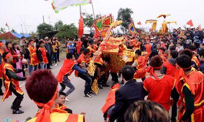 Lễ hội rước vua sống Hà Nội: Kiệu chúa lật nhào