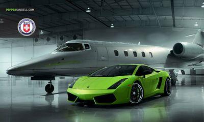 Bộ ảnh cực độc Lamborghini Gallardo khoe dáng cùng phi cơ