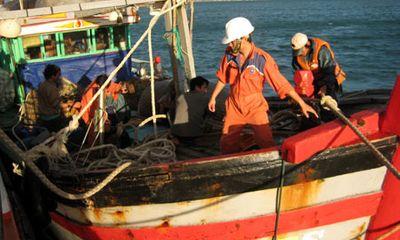 Một ngư dân mất tích, để lại điện thoại trên xuồng máy
