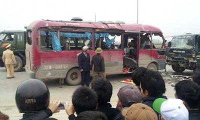 Clip: Hiện trường vụ xe khách nổ tung, 20 người thương vong