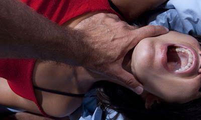 Nữ sinh bị cưỡng hiếp tập thể trước cổng trường