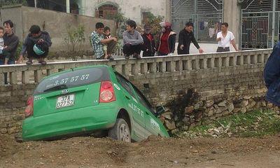 Vi phạm tốc độ, đâm vào CSGT rồi gây tai nạn