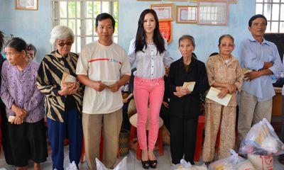 Hoa hậu Thu Hoài tặng nhà tình thương cho người già