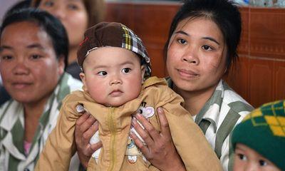 Nghẹn lòng những em bé ra đời trong trại giam