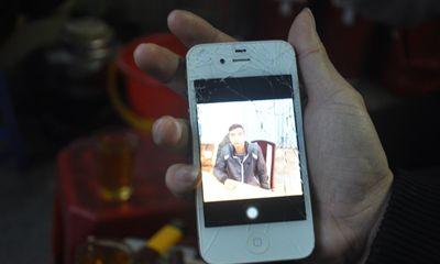 Thiếu nữ nhảy lên xe bắt cướp, đòi lại iPhone 4S