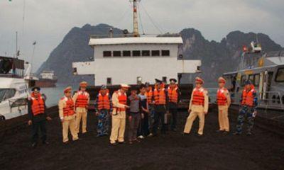 Bắt giữ tàu chở 2.000 tấn than cám trái phép