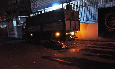 Tông vào đuôi xe tải, người đàn ông tử nạn trong đêm