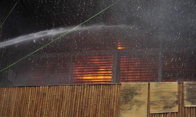Nhà hàng thịt thú rừng cháy dữ dội lúc sáng sớm