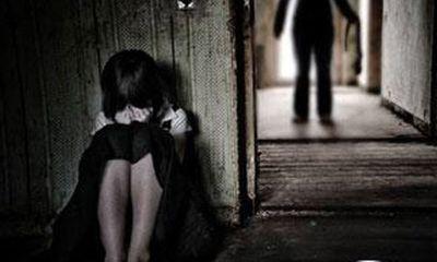 Phó giám đốc hiếp dâm trẻ em đòi