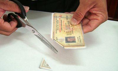 Xem xét việc cắt góc giấy phép lái xe hết hạn