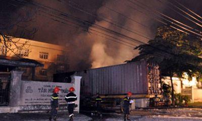 Vụ cháy tại KCN Lê Minh Xuân: Có thể là do hóa chất tự bốc cháy