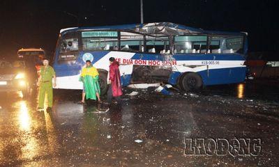 Gia Lai: Tai nạn kinh hoàng, xe khách đâm xe đưa đón học sinh