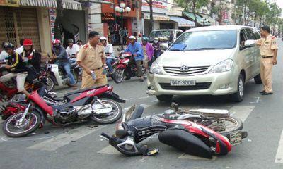Say rượu, lái xe tông trọng thương cảnh sát giao thông
