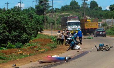 Cố vượt lên trước chiếc xe tải, hai vợ chồng chết thảm