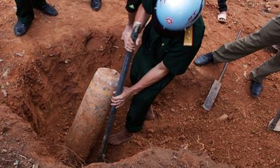 Hà Tĩnh: Mở đường lên chùa, phát hiện quả bom 125kg