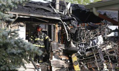 Mỹ: Máy bay đâm vào nhà dân, phi công thoát chết