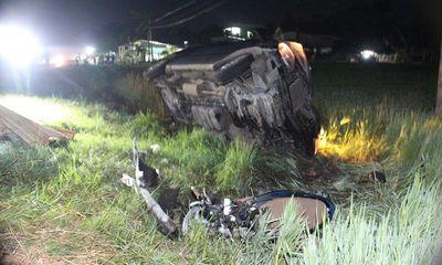Ô tô đè nát xe máy, 3 người chết tại chỗ