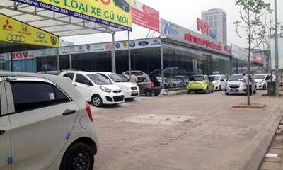 Chợ ô tô cũ Hà Nội: Xe đẹp giá 600 triệu đồng vẫn vắng khách mua