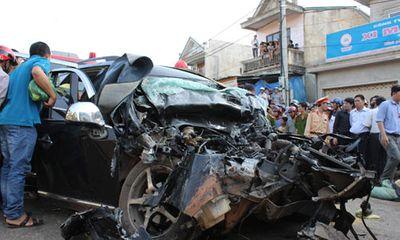Quảng Trị: Ô tô đấu đầu xe tải, 5 người thương vong