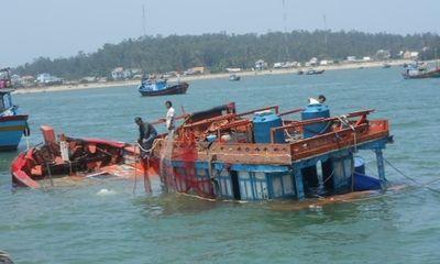 """Tàu """"lạ"""" đâm chìm tàu cá Lý Sơn, 2 ngư dân chết và mất tích"""