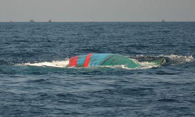 Tàu cá bị Trung Quốc đâm nửa chìm nửa nổi vào đảo Lý Sơn