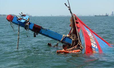 Cận cảnh bằng chứng tàu cá Việt Nam bị tàu Trung Quốc đâm chìm