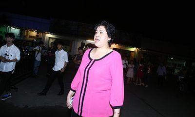 Mẹ Diễm Hương gây náo loạn chốn đông người