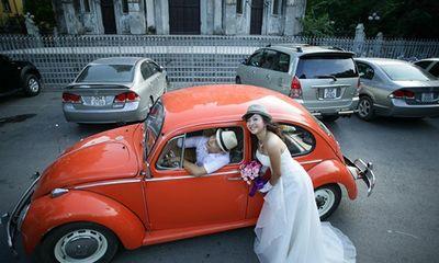 Rộ mốt thuê xe cổ tiền tỷ chụp ảnh cưới, rước dâu ở Sài Gòn
