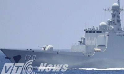 Giáp mặt tàu hộ vệ tên lửa Trung Quốc rượt tàu cá Việt Nam