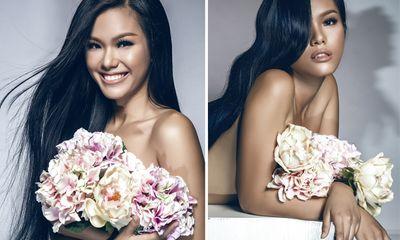 Phương Vy chụp ảnh nude gợi cảm lấy hoa che ngực