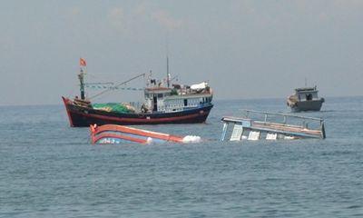 Bị phá nước làm tàu chìm, 11 ngư dân thoát nạn ở Hoàng Sa