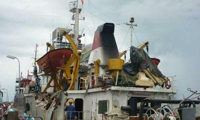 Tàu kiểm ngư 951 cập cảng Đà Nẵng với thương tích đầy mình