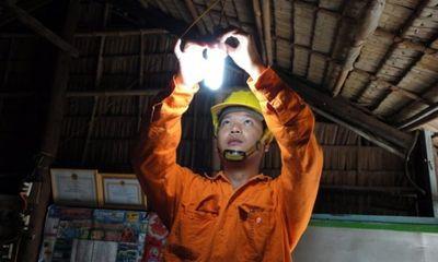 Video: Vùng nông thôn Nghệ An, điện lưới phập phù