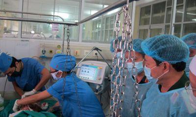 Thượng tướng Ngô Xuân Lịch thăm các chiến sĩ bị thương, tai nạn