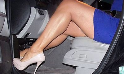 Những thói quen phụ nữ nên bỏ khi lái xe