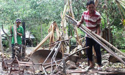 Nghi báo kiểm lâm bắt gỗ, nhóm lâm tặc đốt nhà dân