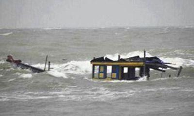 Thừa Thiên - Huế: Cứu sống 6 ngư dân bị tàu hàng đâm chìm