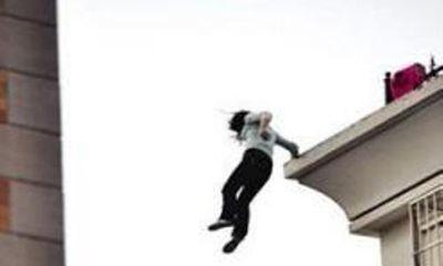 Hà Nội: Chàng trai đâm chết người yêu rồi nhảy từ tầng 7 tự tử