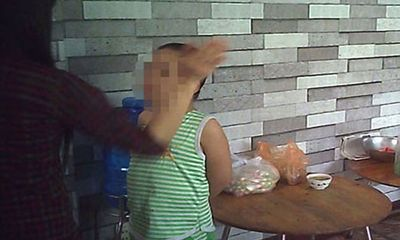 Ác nhân dạy trẻ tự kỷ bằng... khúc cây