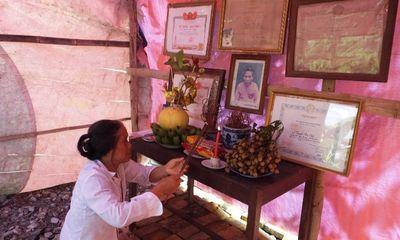 Xót xa con gái dựng lều làm chỗ thờ Mẹ Việt Nam Anh hùng