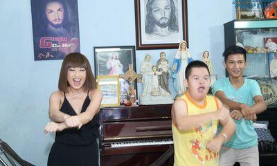Ý Lan nhảy Gangnam style cùng trẻ em mồ côi