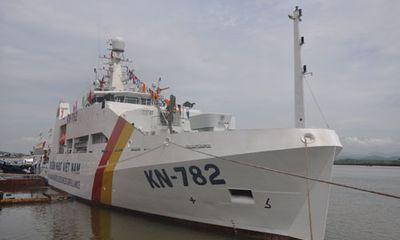 Chủ tịch nước Trương Tấn Sang kiểm tra tàu kiểm ngư KN 782