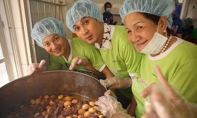 Đức Tuấn, Nguyên Vũ cùng dàn sao nấu ăn cho bệnh nhân nghèo